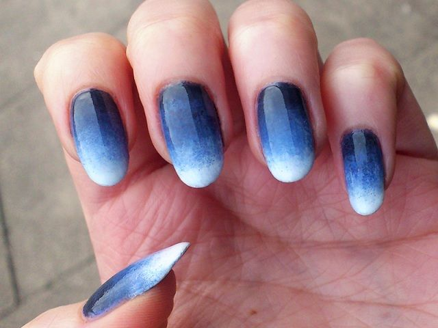 How to Do Ombré Nails at Home (DIY Ombre Nails)