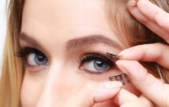 How to Apply Magnetic Eyelashes in 4 Easy Steps