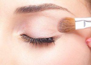 Stop Eyeliner Smudging on Eyelids